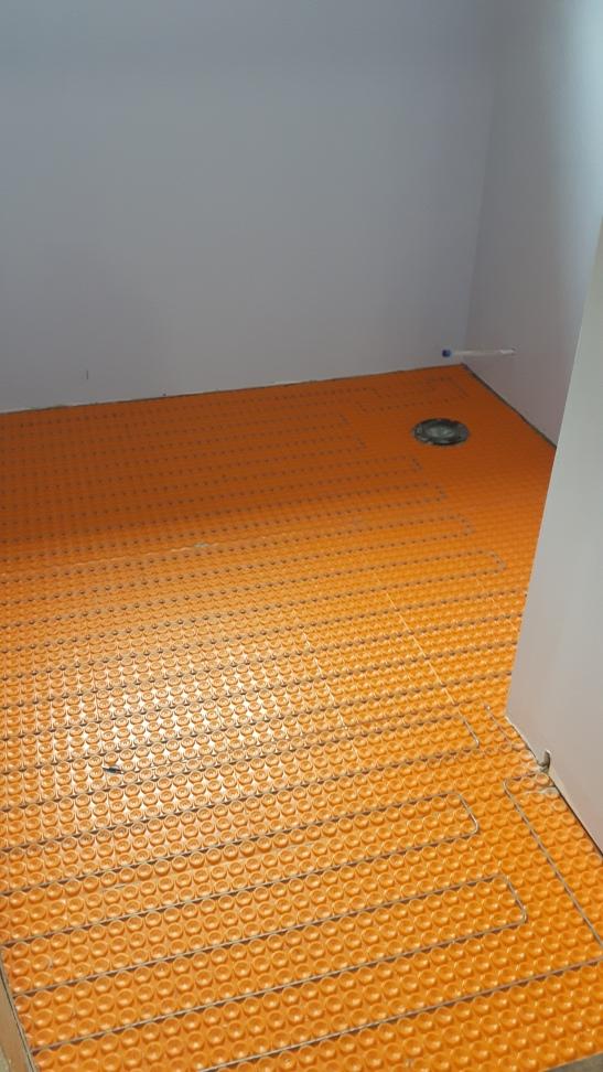 tile floor with ditra-heat
